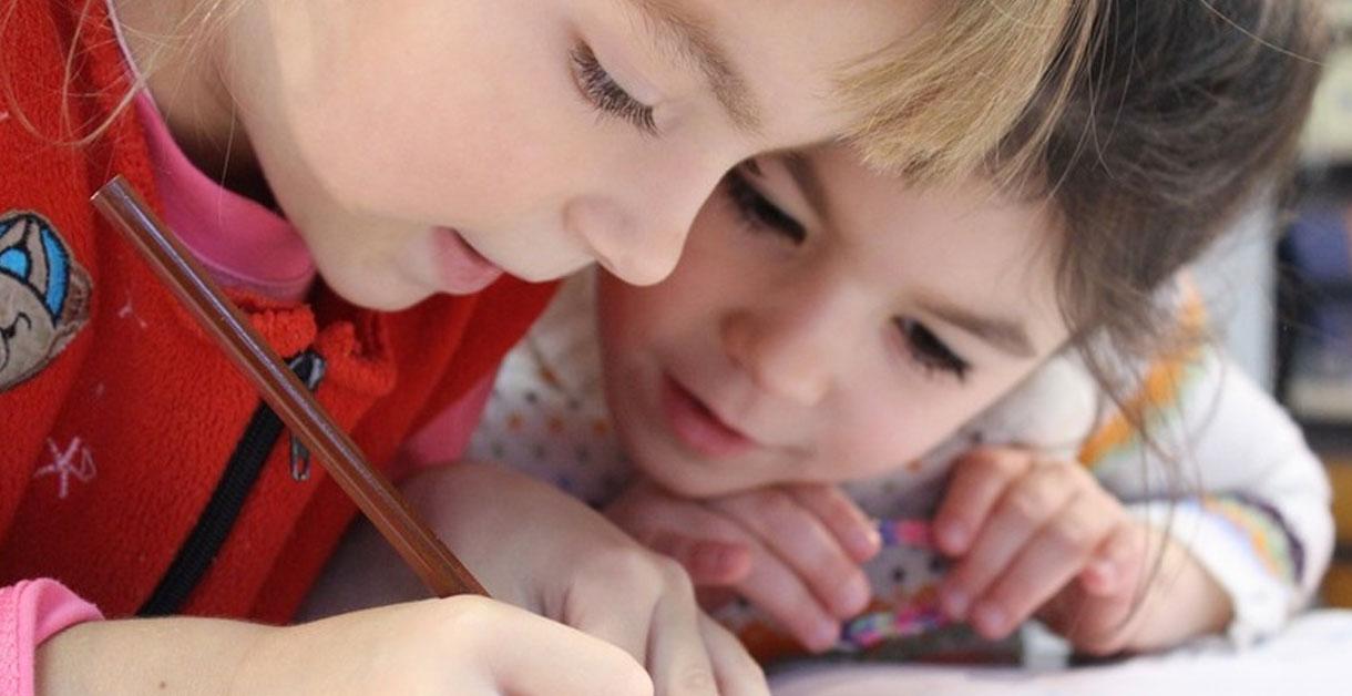 Motivation til lektielæsning: Sådan skaber du interesse hos dit barn
