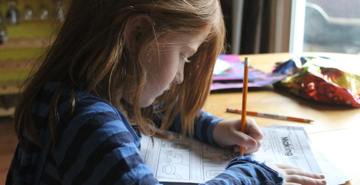 Angst for skolestart: Få en guide til, hvordan du som forælder håndterer det