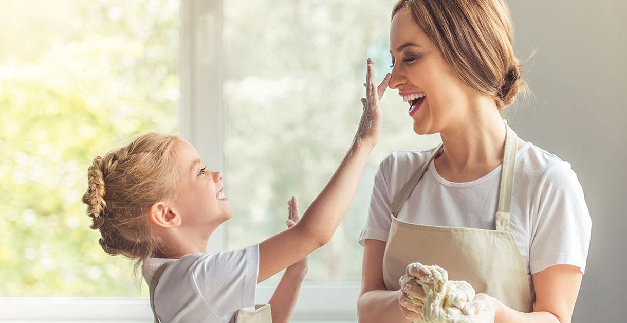 Sådan styrker du dit barns selvtillid med madlavning
