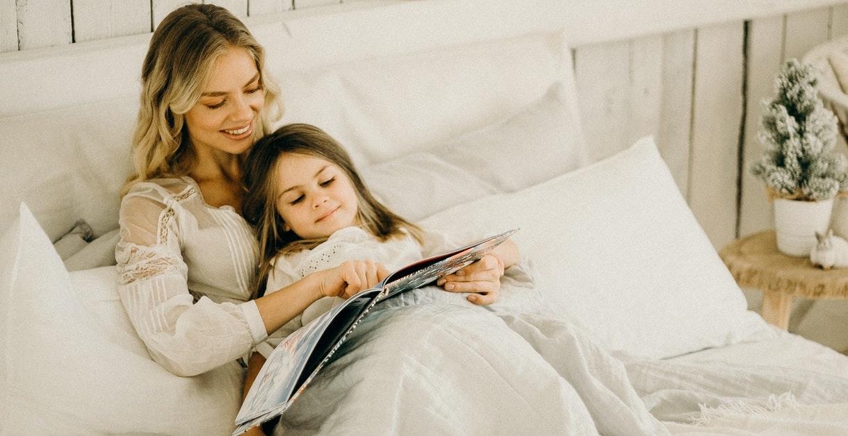 Fra plikt til lyst: Slik øker du lesegleden til barnet ditt