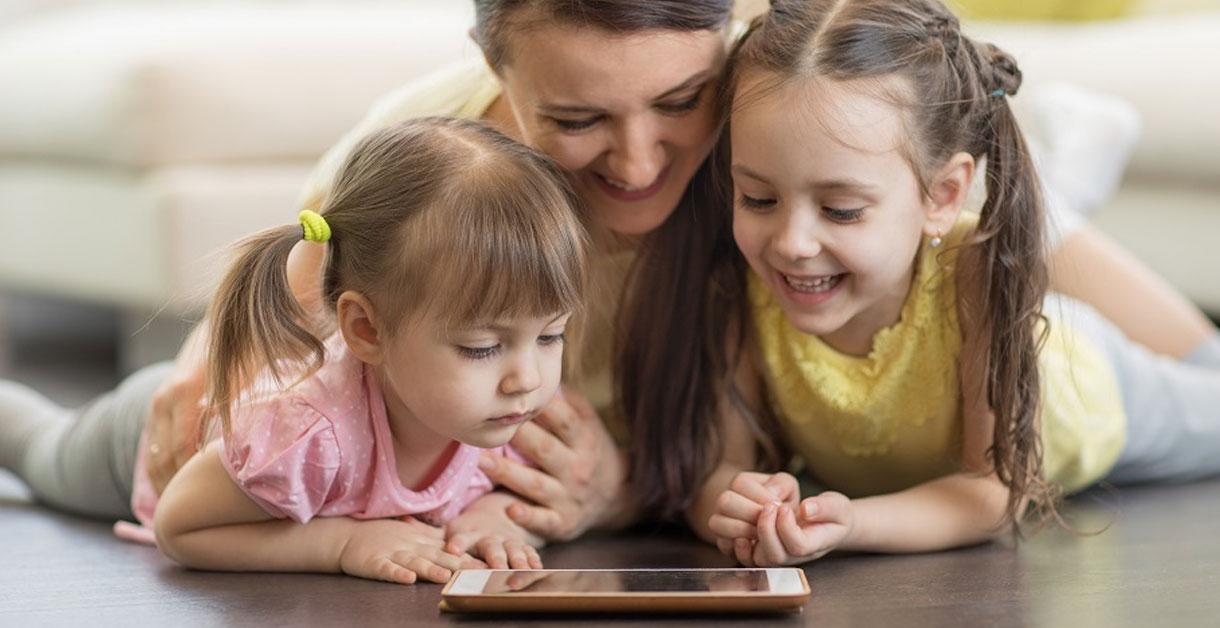 Legetøj og iPads: Gør plads til begge dele